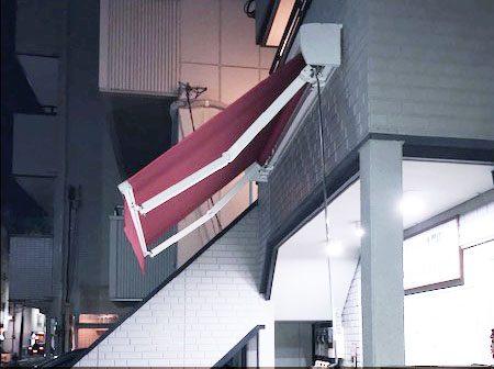 東京都目黒区|手動式オーニングテントの施工事例(店舗・軒先)