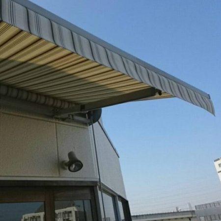 東京都足立区 オーニング生地張替えの施工事例(社屋)
