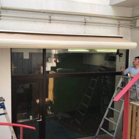 東京都渋谷区|オーニングテント生地張替えの施工事例(店舗・軒先)